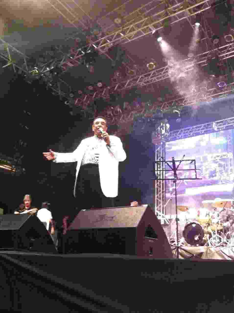 22.mai,2016 - O cantor Agnaldo Timóteo foi uma das atrações do show em homenagem ao cantor Cauby Peixoto, morto há uma semana, na praça da República, centro de São Paulo, durante a Virada Cultural - Carlos Minuano/UOL