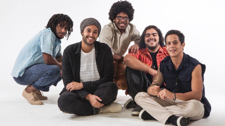 Da esq. para dir.: Luthuli (voz), José Gil (bateria), João Gil (guitarra), Francisco Gil (guitarra e voz) e Magno Brito (baixo)  - Divulgação