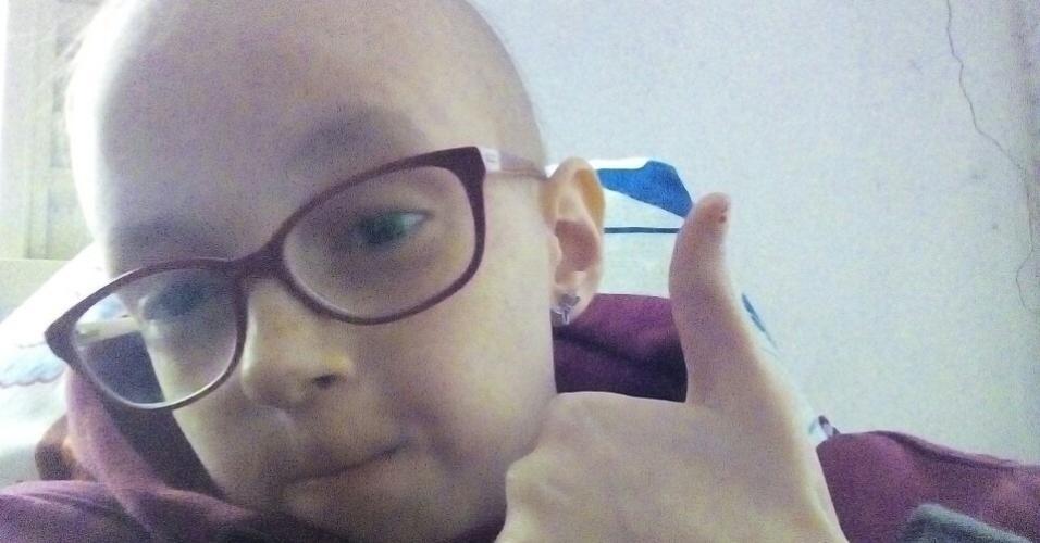 Lorena durante o tratamento de quimioterapia e radioterapia que teve que ser submetida aos 12 anos