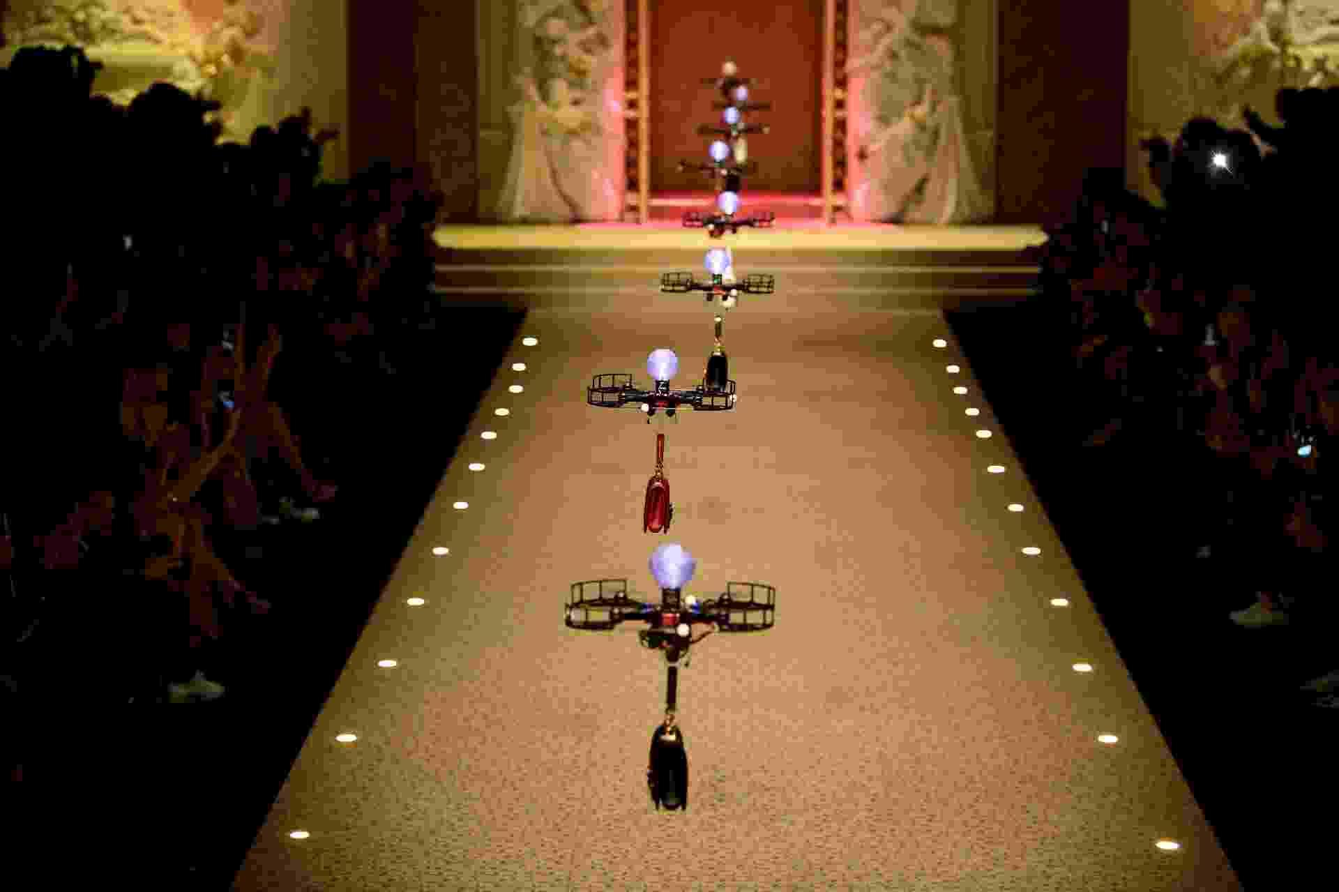 Drones no desfile da Dolce & Gabbana, em Milão - Miguel Medina/AFP