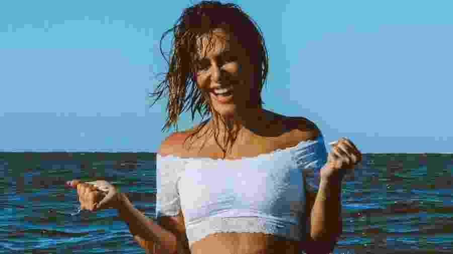Cleo Pires cai no mar de lingerie branca e fãs adoram a ousadia da atriz - Reprodução/Instagram/@cleooficial