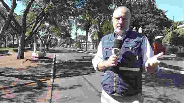 """Luiz Carlos Azenha grava em Assunção para o """"Jornal da Record"""" - Record/Divulgação - Record/Divulgação"""