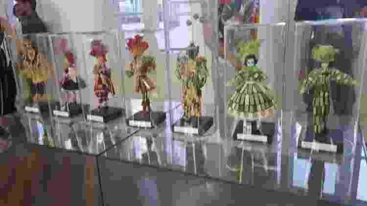 Bonecos vestem réplicas de fantasias que a carnavalesca já apresentou em desfiles - Divulgação