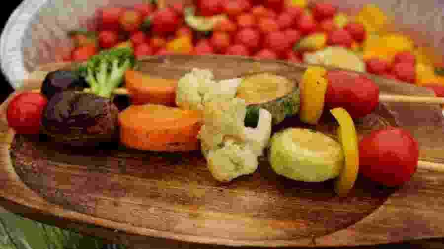 Estrela de novo clipe de Anitta, churrasquinho de vegetais pode ser saboroso e vale a tentativa - Cristina Nakamura/Divulgação