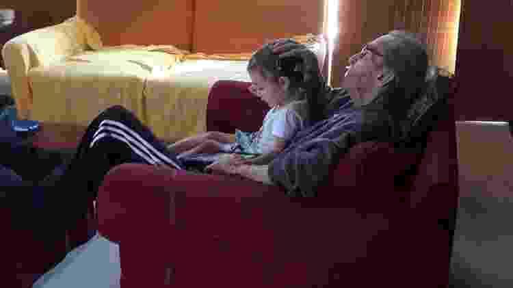 João Gilberto, 88 anos, e a neta, Sofia, de 3 anos - Reprodução/Facebook