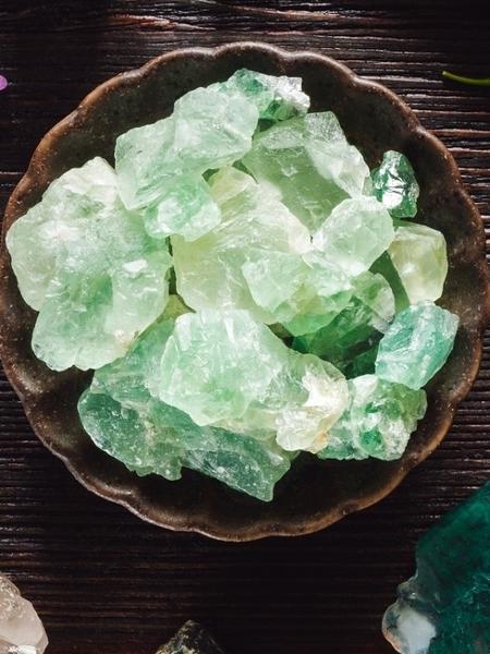 Pedras têm poder de transformar a energia dos ambientes em que casal, adolescentes e crianças ficam mais; terapeuta holístico ensina a usá-las - Serena Williamson/iStock