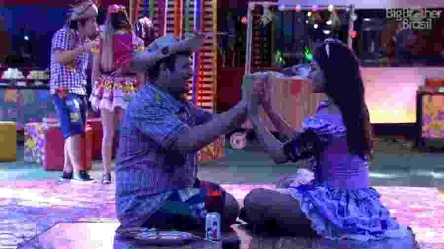 BBB 20: Victor Hugo e Mari na festa da líder Rafa Kalimann - Reprodução/Globoplay