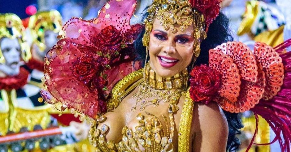Viviane Araújo no desfile com o Salgueiro