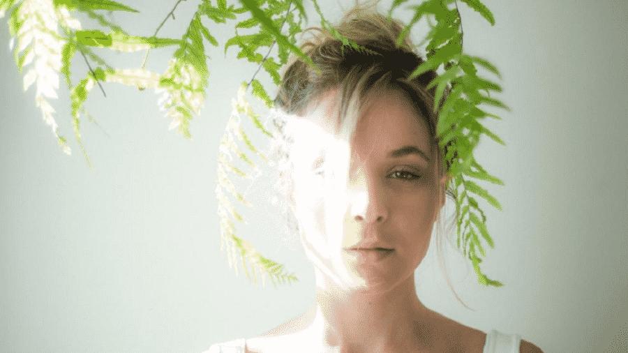 A atriz Juliana Lohmann contou em texto ter sido estuprada por um diretor de cinema aos 18 anos - Reprodução/Instagram