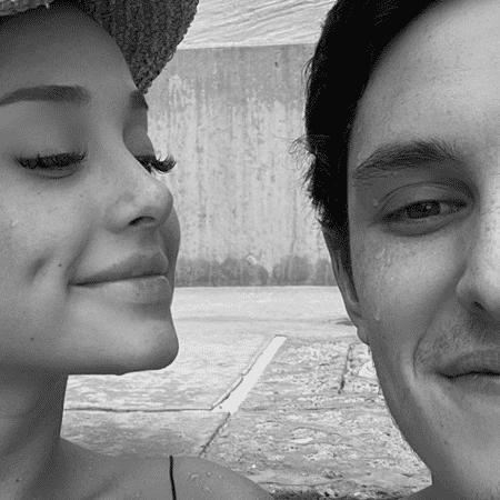 Ariana Grande e o namorado, Dalton Gomez - Reprodução/Instagram/@arianagrande