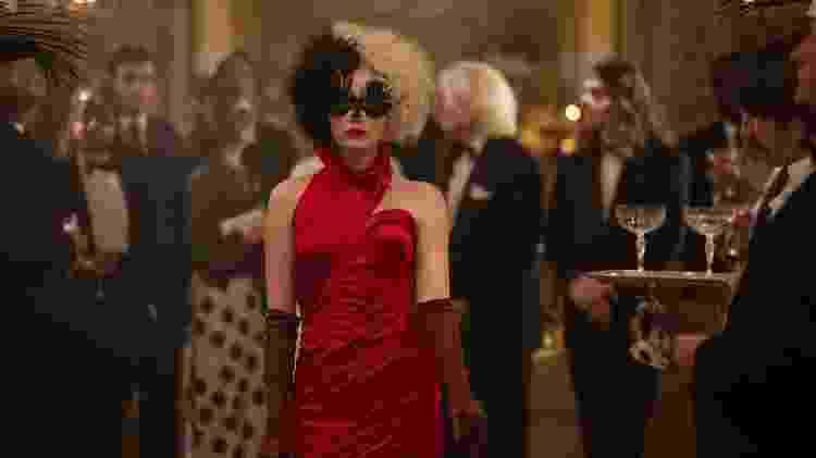No filme, Emma interpreta Estella, uma jovem determinada a construir uma carreira no mundo da moda - Divulgação / Walt Disney - Divulgação / Walt Disney