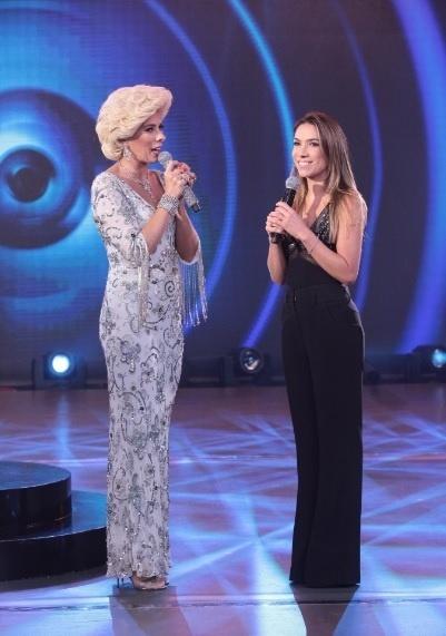 "Adriane Galisteu se veste de Hebe no programa ""Máquina da Fama"""