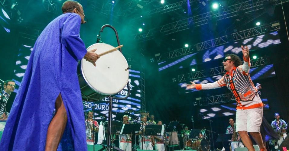 5.fev.2016 - Juntamente com o Maestro Forró, Nana Vasconcelos e Elba Ramalho se apresentam no palco do Marco Zero