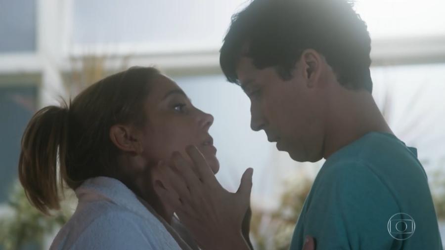 """Mileide (Heloísa Périssé) e Sansão (Arlindo Lopes): atração irresistível em """"A Lei do Amor""""  - Reprodução/TV Globo"""