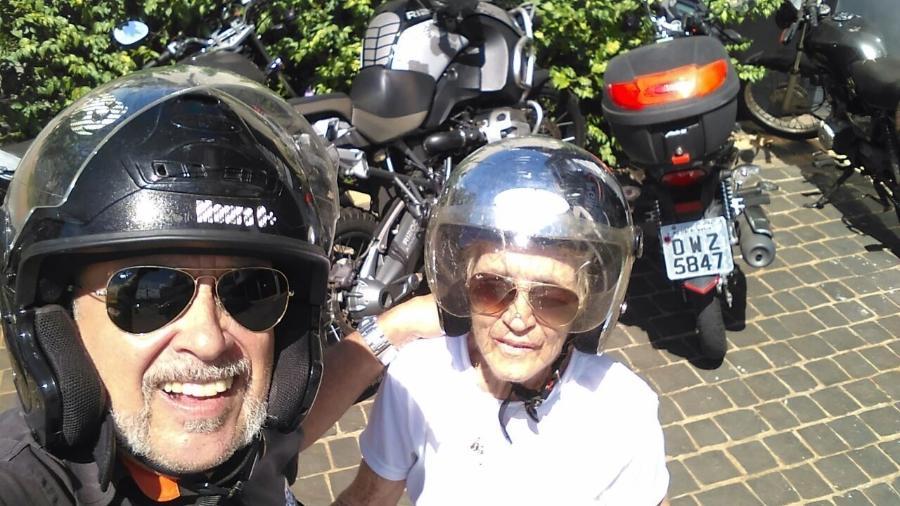 Fausto Moura com a mãe, dona Blanche, que sofre de mal de Alzheimer - Arquivo Pessoal