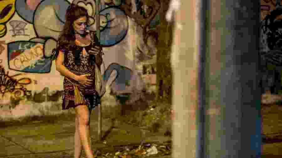 Bibi usa barriga falsa de grávida para ajudar Rubinho a fugir da cadeia - Fábio Rocha/GShow