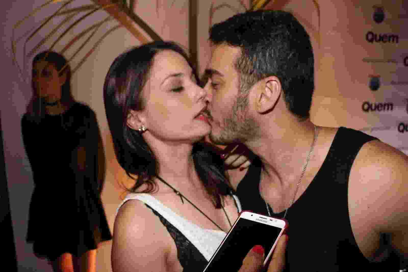 Marcos Veras beija Rosane Mulholland em camarote no Rock in Rio 2017 - Rogério Fidalgo/AgNews