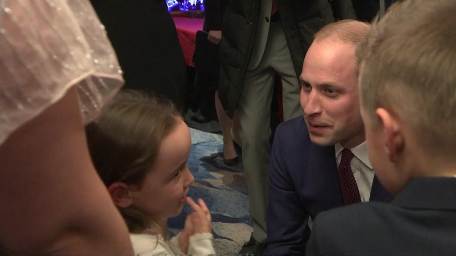 """Suzie recebeu o prêmio de """"Orgulho Britânico"""" e conversou com o príncipe William - Divulgação"""