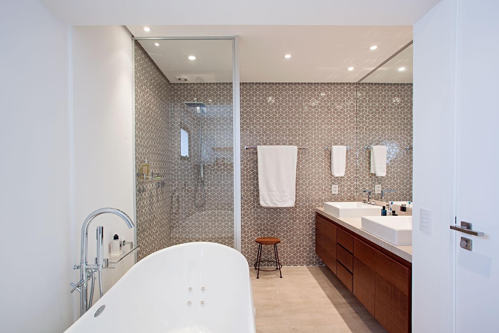 Fotos Ideias Para Transformar O Banheiro De Casa Em Um Spa De  ~ Quarto Com Banheira Integrada E Decoração Japonesa Quarto
