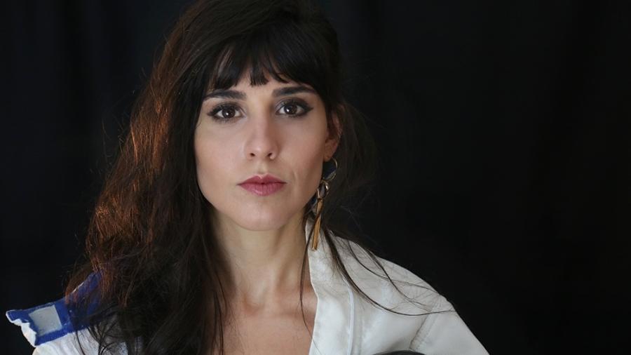 """Cantora Mini Lamers lança o videoclipe de """"Farsa"""", o primeiro do trabalho solo - Caio Oviedo"""