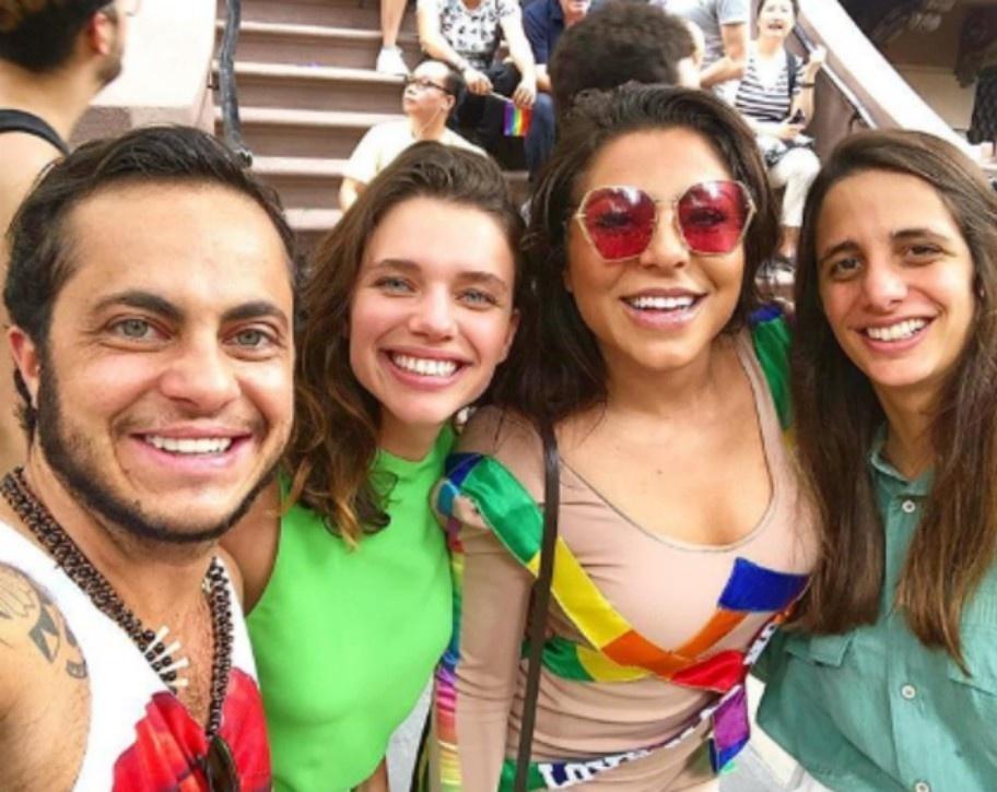 163f2533cc85 Thammy Miranda e Bruna Linzmeyer curtem parada gay de NY com namoradas -  25/06/2018 - UOL TV e Famosos