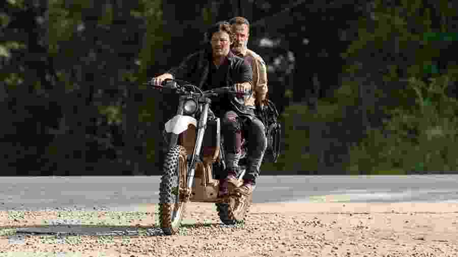 """Rick (Andrew Lincoln) e Daryl (Norman Reedus) em cena da nona temporada de """"The Walking Dead"""" - Divulgação"""