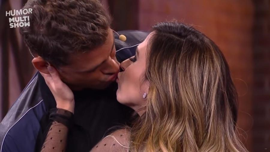 """Tatá Werneck e Cauã Reymond dão um """"beijo técnico"""" no """"Lady Night"""", exibido originalmente em outubro de 2017 no Multishow - Reprodução/Multishow"""