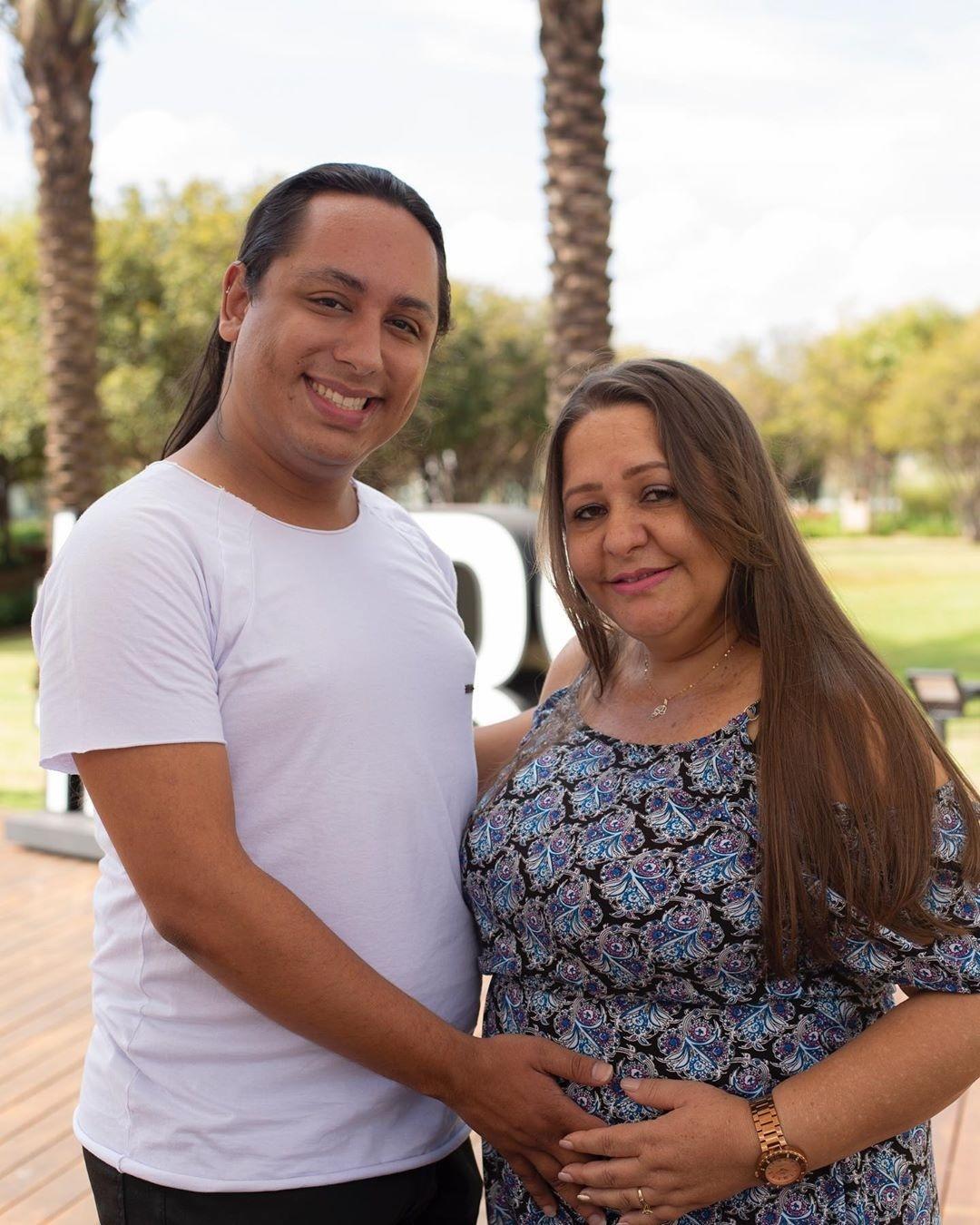 Avos Brasileiros Porn Videos ela tem 45 anos e está grávida dos netos; filho gay será pai