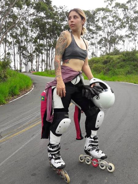 Camila Cavalheiro, 30, treina a modalidade downhill há sete meses, mas é patinadora há seis anos - Arquivo Pessoal