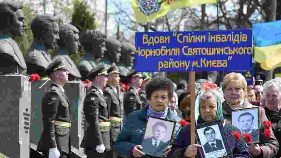 A Ucrânia paga pensões a 36.525 viúvas de vítimas do acidente de Chernobyl - Sergei Supinsky/Getty Images