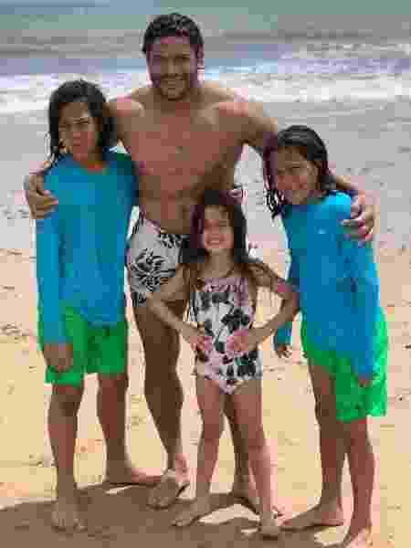 O jogador Hulk com os filhos Ian, Thiago e Alice - Reprodução/Instagram