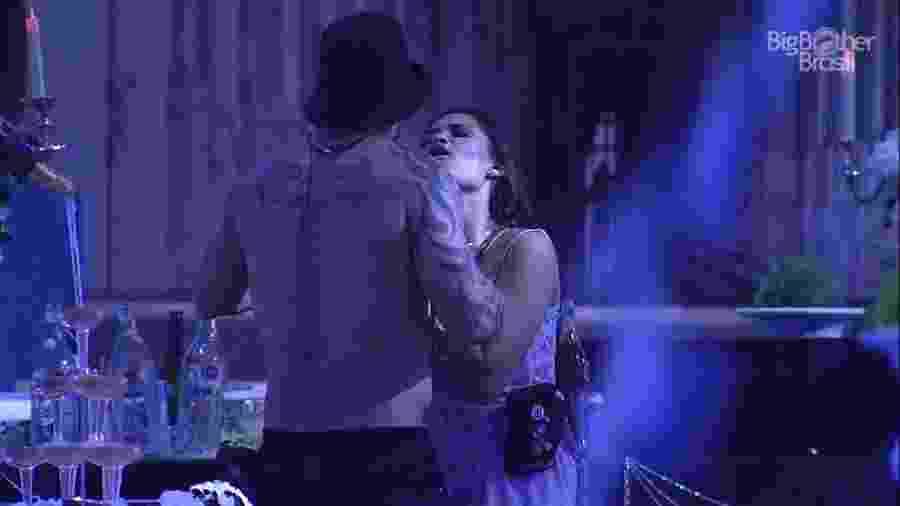 Flayslane faz as pazes com Hadson durante festa - Reprodução/Globoplay