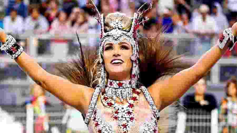 Luize Altenhofen em desfile pela Águia de Ouro - Reprodução/Instagram