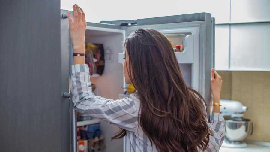 Está em casa e dá vontade de comer toda hora? Atente-se às nossas dicas - Nikodash/iStock