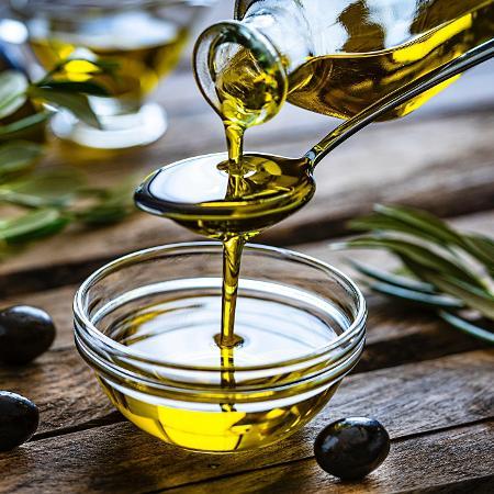 Azeite de oliva é um querido na cozinha, mas você sabe que também é cercado de mitos? - Getty Images