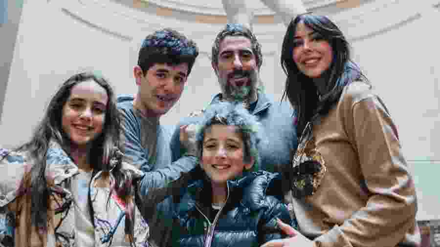 O apresentador Marcos Mion e família - reprodução/Instagram