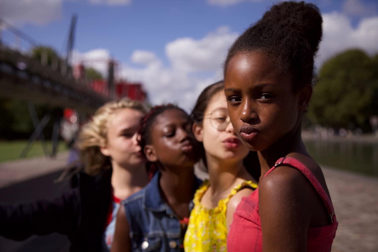 Cuties': Netflix pede desculpas por pôster acusado de sexualizar garotas de  11 anos