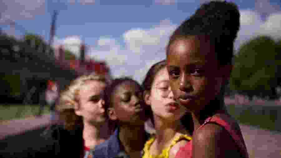 """Cena de """"Cuties"""", filme da Netflix criticado por pôster que sexualizava protagonistas - Reprodução/IMDb"""