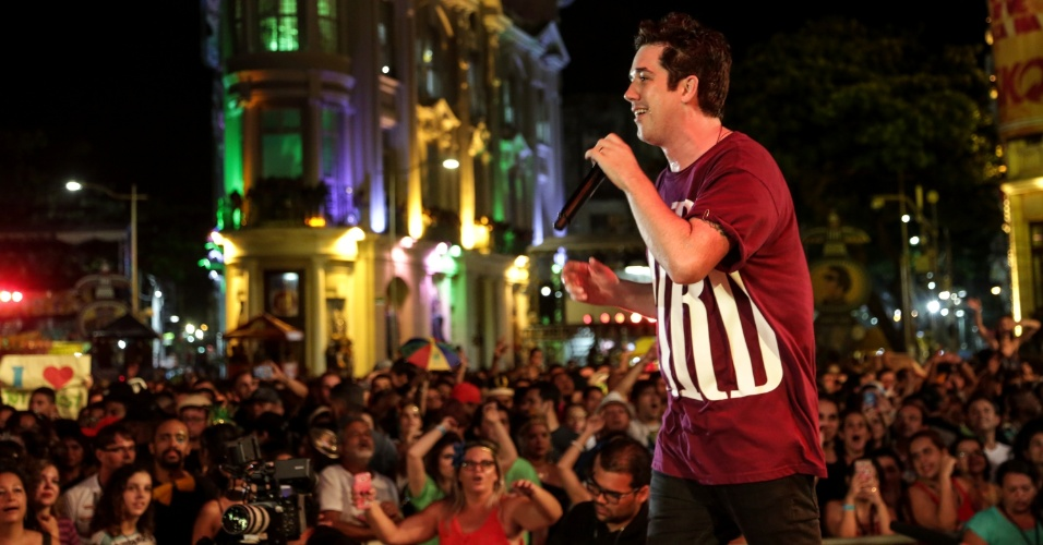8.fev.2016 - Pela primeira vez no palco principal do Carnaval de Recife, Jota Quest arrasta multidão com novos e antigos sucessos