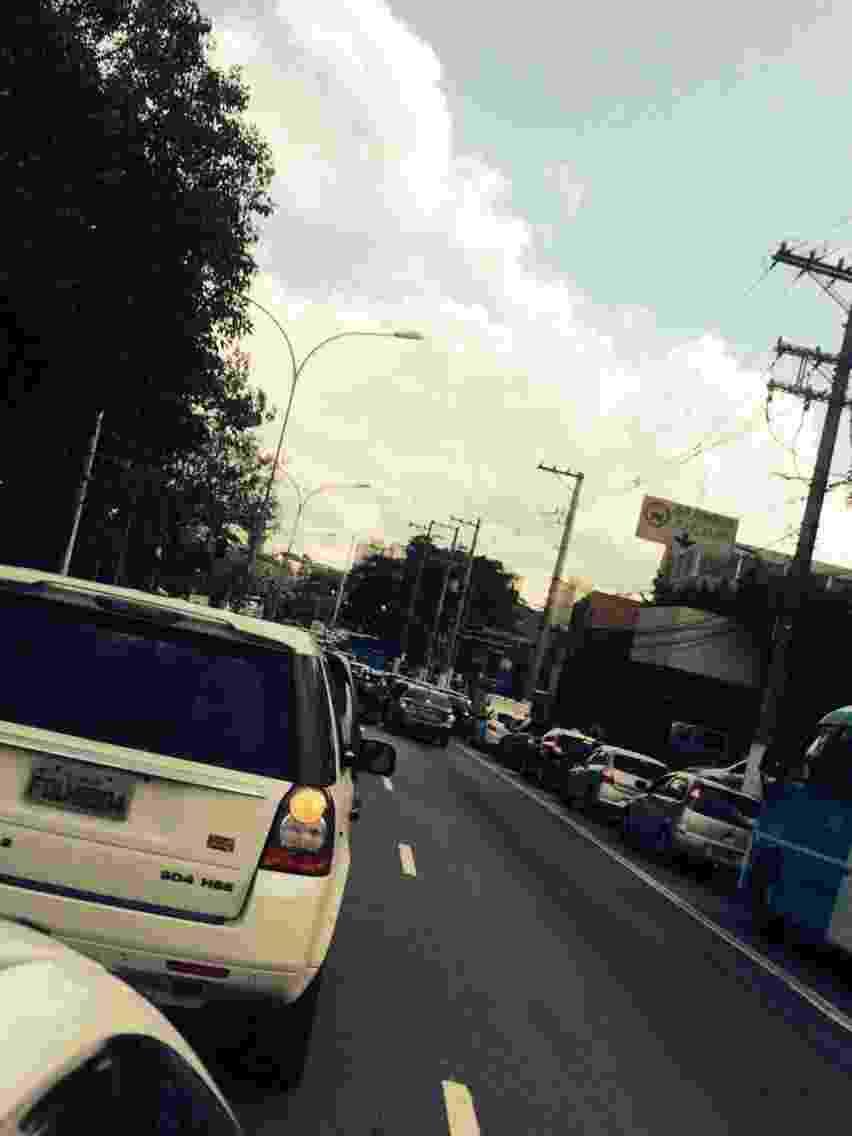 12.mar.2016 - Trânsito intenso na avenida Interlagos por volta de 14h, nas proximidades do autódromo de Interlagos, onde ocorre o Lollapalooza Brasil 2016 - Tiago Dias/UOL