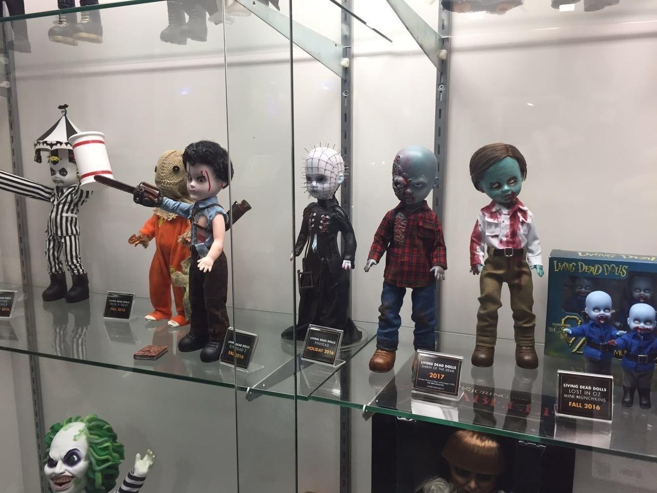 Alguns personagens clássicos do cinema, como Pinhead, viraram bonecas nada amigáveis e foram exibidas na San Diego Comic-Con 2016