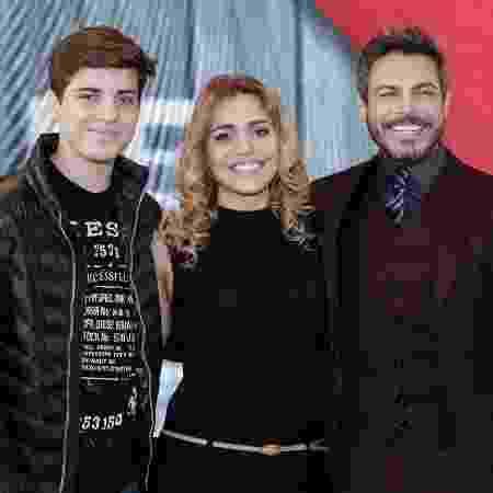 """Luigi Baricelli posa com o filho, Vicenzo, e a mulher, Andrea, no lançamento do reality """"À Primeira Vista"""" - Divulgação/Band - Divulgação/Band"""