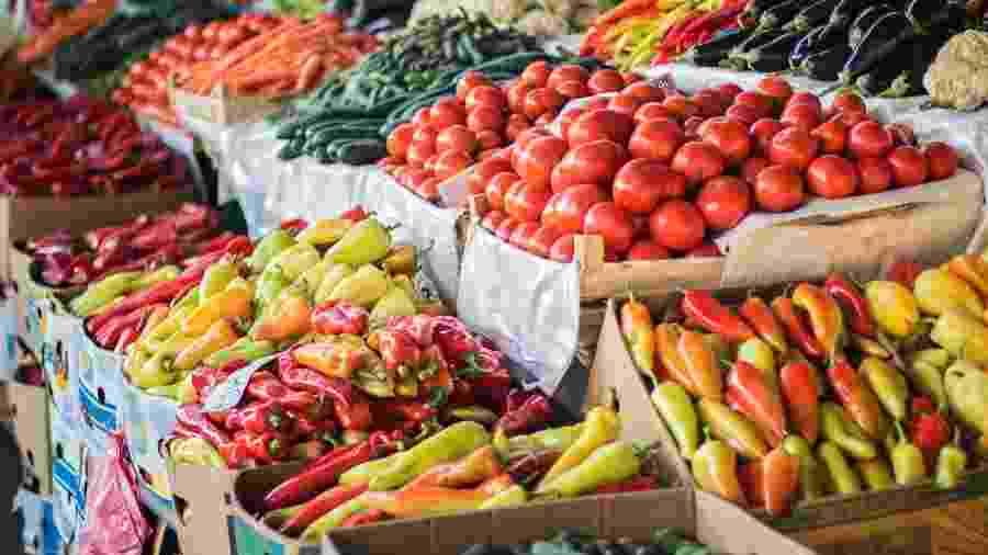 Entrega das senhas para recebimento dos alimentos, doados por comerciantes, acontecerá a partir das 14h, no portão  - iStock