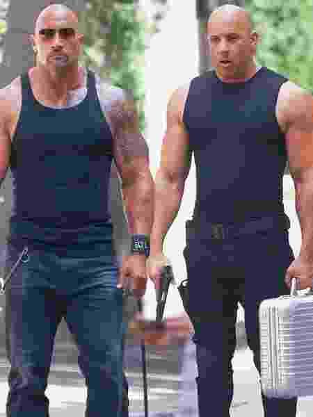 """Dwayne Johnson e Vin Diesel em """"Velozes e Furiosos 8"""", franquia sempre em destaque na grade da Record TV  - Reprodução"""
