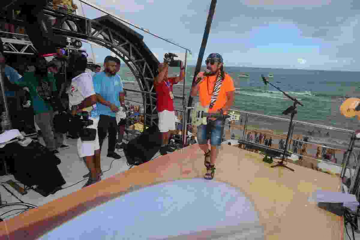 Bell Marques anima a tarde de Salvador no Circuito Barra Ondina - Wesley Costa/AgNews