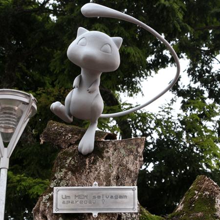 Estátua do Pokémon Mew aparece em praça de Suzano (SP) - Reprodução