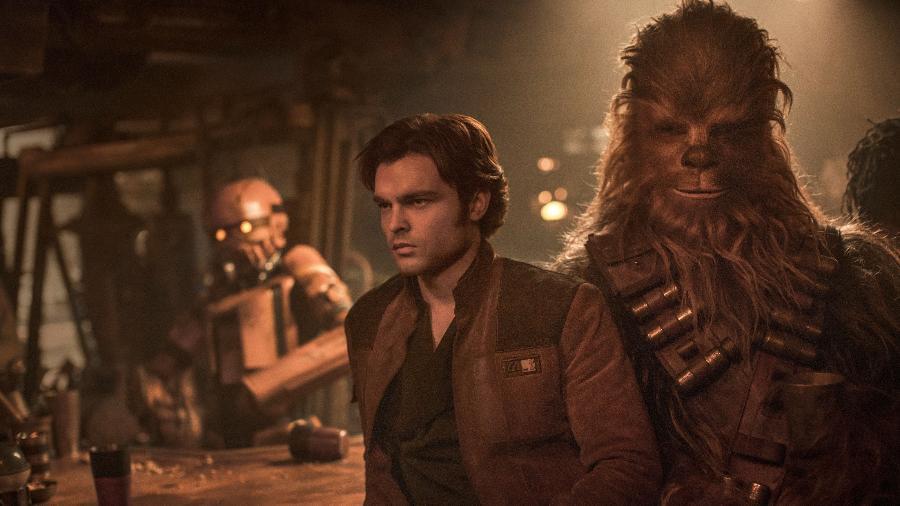 "Han Solo (Alden Ehrenreich) e Chewbacca (Joonas Suotamo) em cena de ""Han Solo"" - Jonathan Olley /Lucasfilm Ltd."