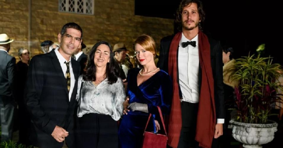 Mariana Ximenes aparece ao lado de namorado, Felipe Fernandes, em casamento do baterista João Barone