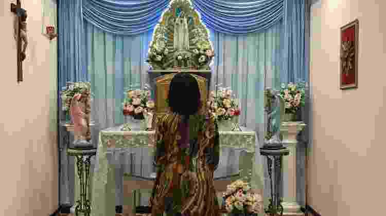 Maria é católica e tinha fé desde pequena. Quando morava no exterior, passou a frequentar grupos católicos carismáticos. No final dos anos 1980, se aproximou da Canção Nova, comunidade com sede em Cachoeira Paulista (SP) - Luiza Franco/BBC News Brasil - Luiza Franco/BBC News Brasil