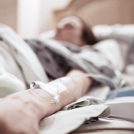 Quando usada junto a antibióticos, a droga proporcionou 500% no índice de sobrevida em camundongos - iStock